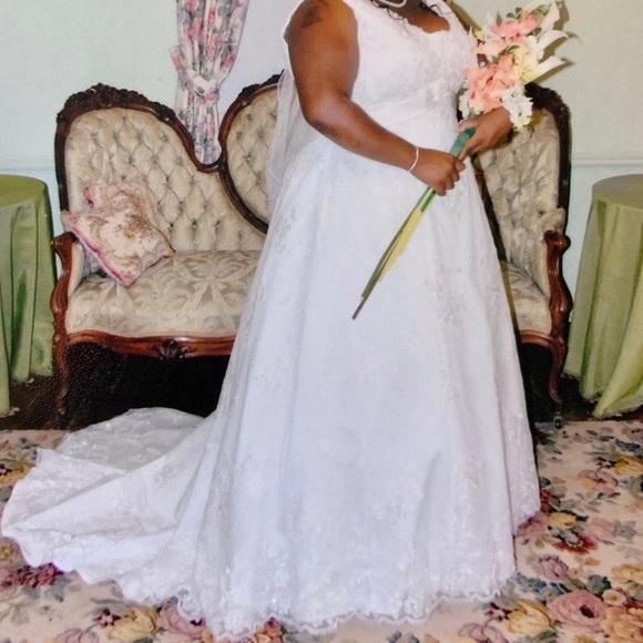 David's Bridal Dresses & Skirts - White Wedding Dress